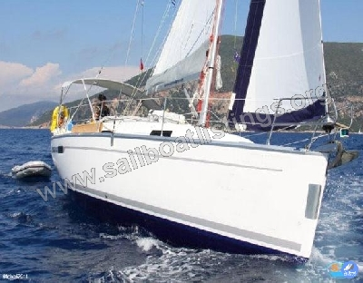 Bavaria Cruiser 32 Year = 2010 Length = 9.90 m