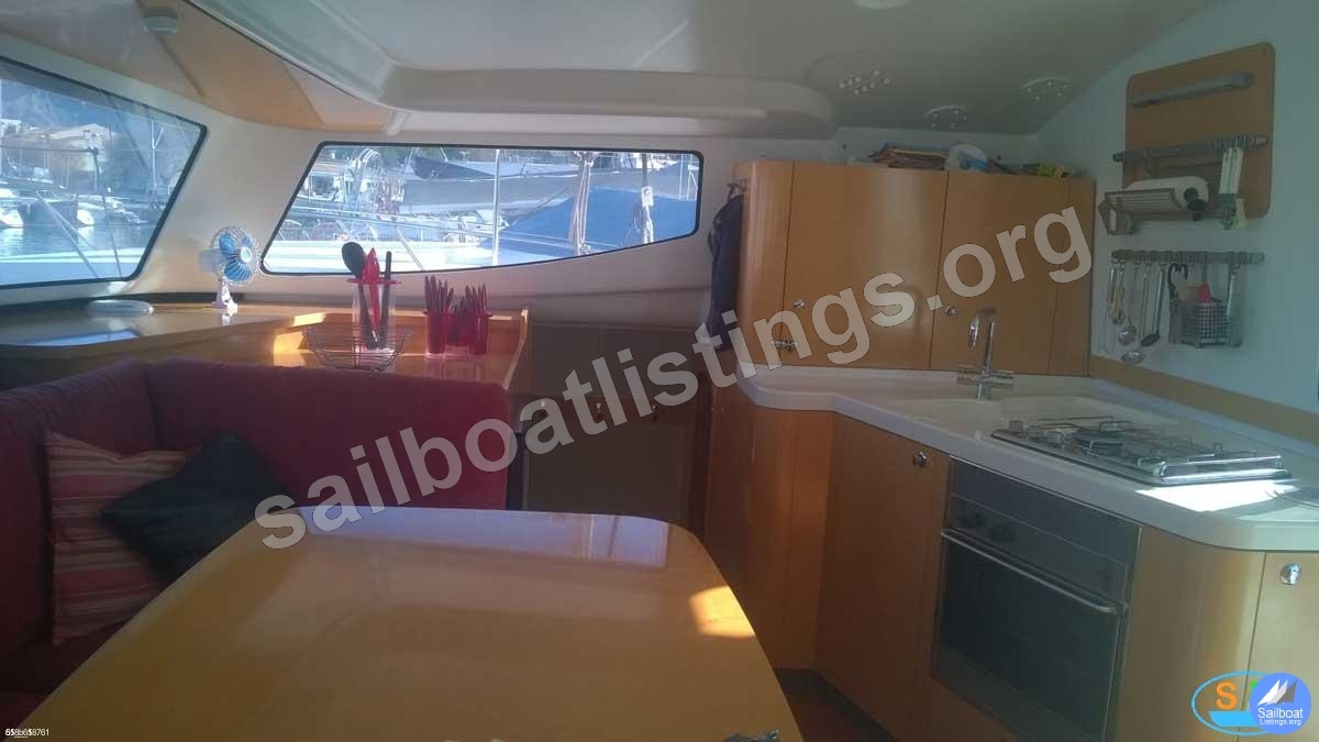 Fountaine Pajot Mahe 36 Year = 2006 Length = 11.00 m