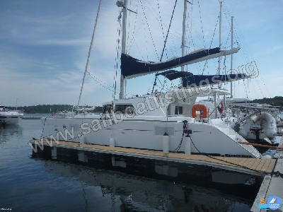 Lagoon 440 Year = 2009 Length = 13.61 m