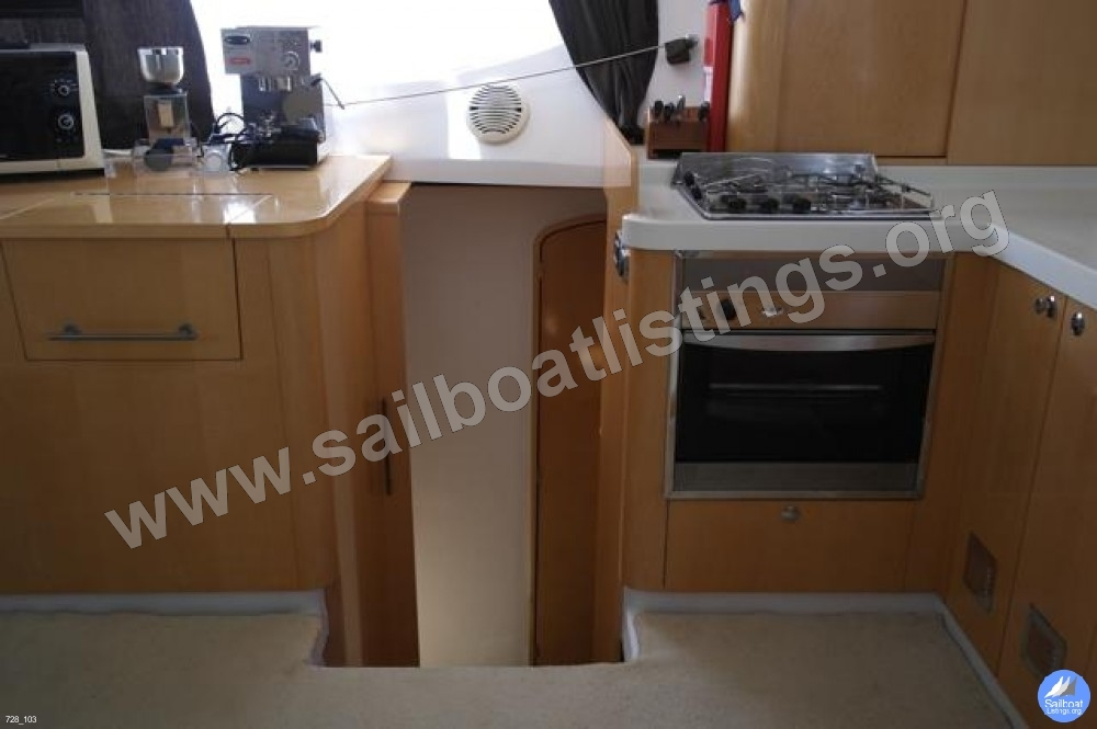 Fountaine Pajot Orana 44 Year = 2008 Length = 13.10 ft