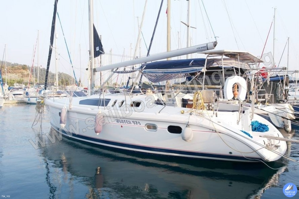 Hunter Hunter 376 Year = 1997 Length = 11.35 ft