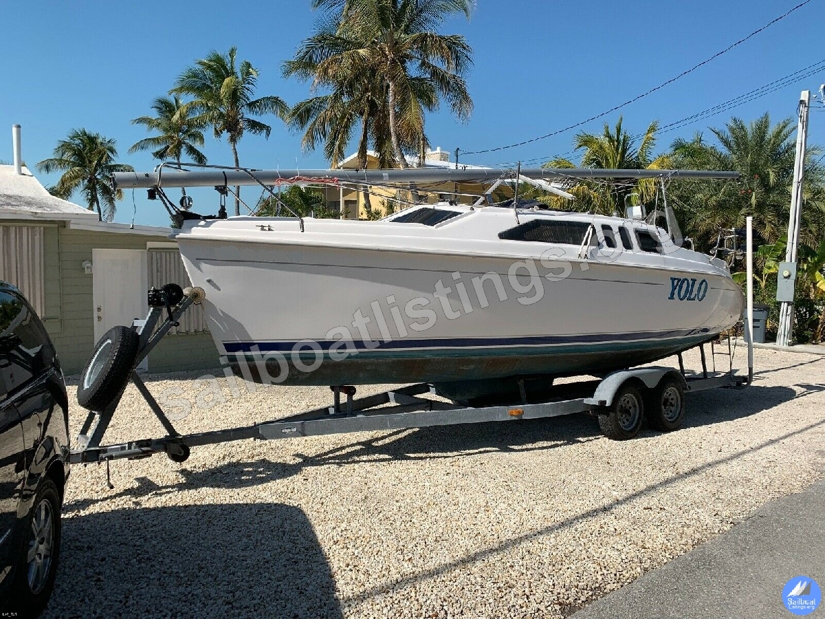 Hunter 260 Year = 2004 Length = 26.00 ft