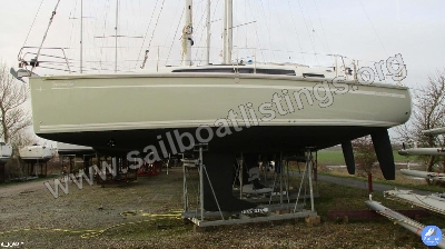Bavaria Cruiser 33 Year = 2015 Length = 9.99 m